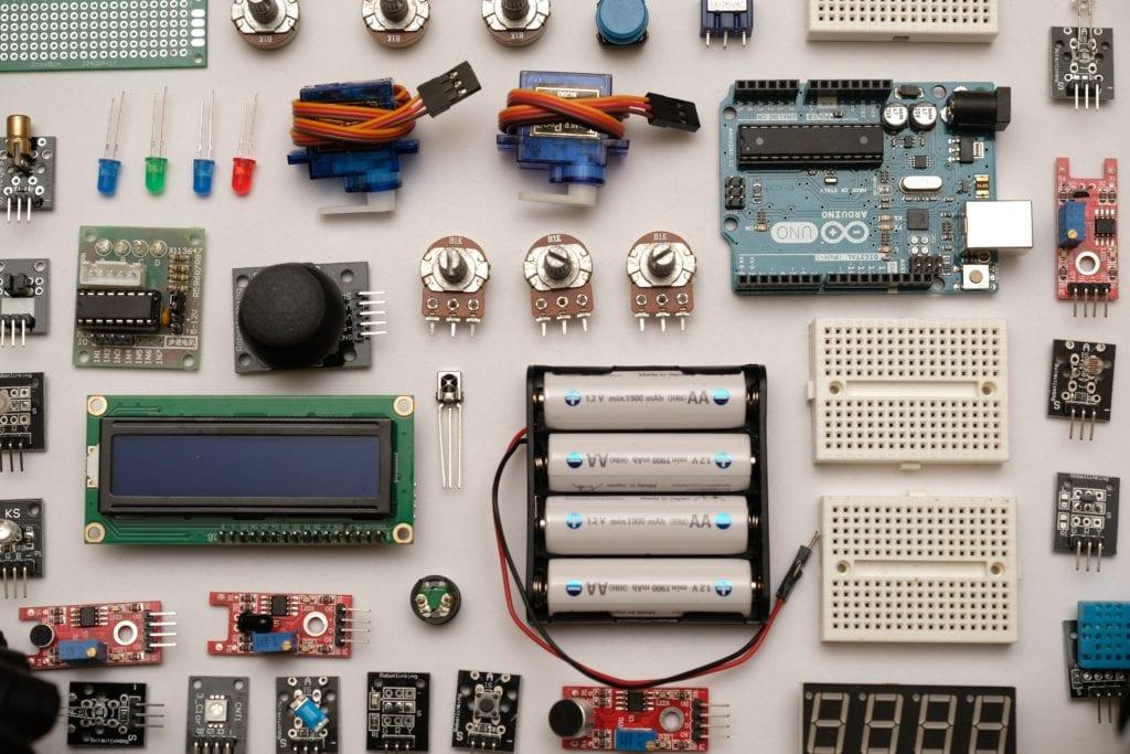 Die nötigen Baumaterialien für den Hebocon-Wettbewerb stellt die Interface AG vor Ort – inklusive eines Arduino Minicomputers.