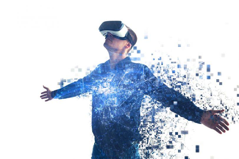 """Die virtuelle und die physische Welt werden in Zukunft noch weiter zusammenwachsen und sich in der sogenannten """"Immersive Experience"""" manifestieren, also einer virtuellen Umgebung, in der sich der User frei bewegen kann."""